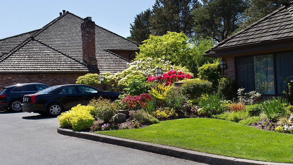 Vancouver Landscape maintenance including pruning and lawn cutting